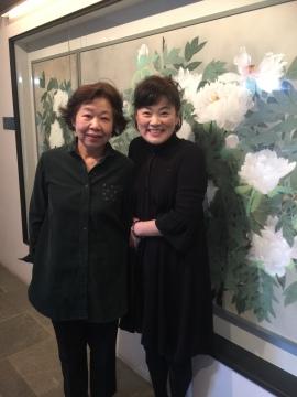 オーナー美智子さんは狸小路きみこさんのお名前で沢山の書物を出版されています。そのメッセージに背筋が正されます。バックの日本画も美智子さんが描かれました